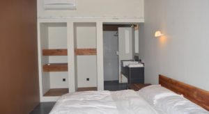 Awe Inspiring Accommodation Blue Parrot Komodo Pdpeps Interior Chair Design Pdpepsorg